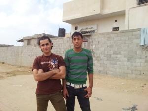 Arbeitslos in Rafah: Mahmud, 23 (links), und Mahmud, 20, haben jahrelang in den Schmugglertunneln ihre Gesundheit auf's Spiel gesetzt. Nun werden sie nicht mehr gebraucht.